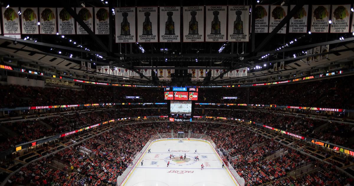 Chicago Blackhawks vs. Carolina Hurricanes at United Center