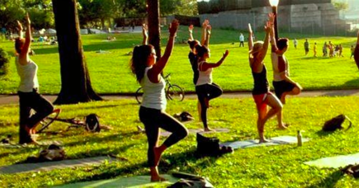 Free Yoga At The Park In Los Angeles At Studio City